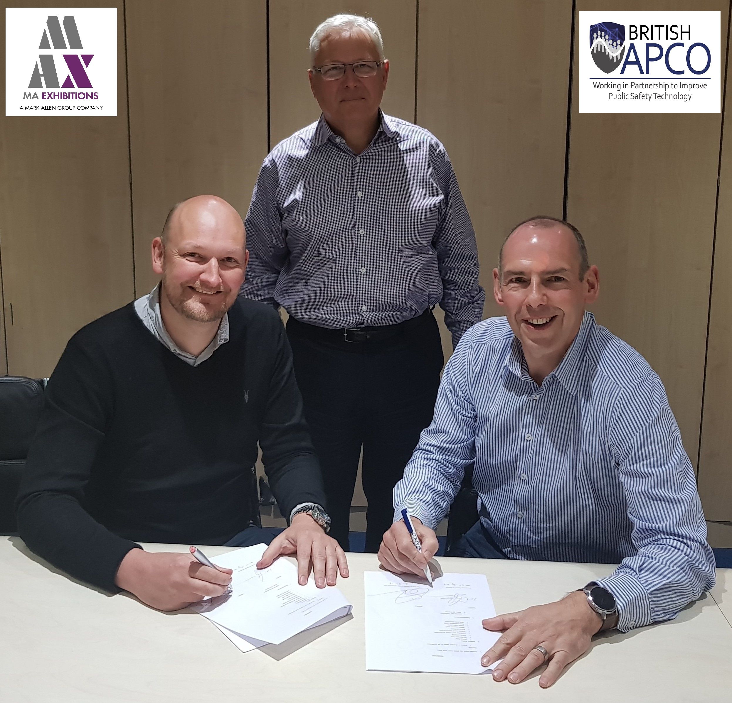 President John Anthony looks on as Ed Tranter (MAX) and Ian Thompson (BAPCO) sign the new contract.